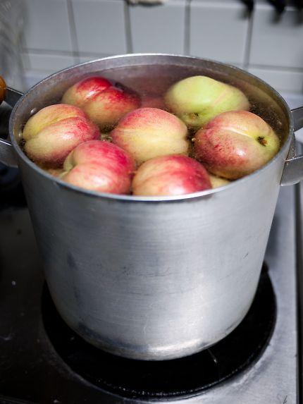 長田の桃 煮桃作り