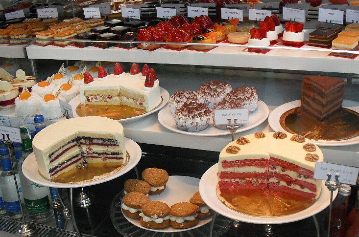 ケーキ棚2