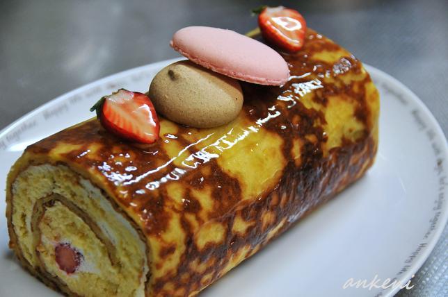 073  ロールケーキ