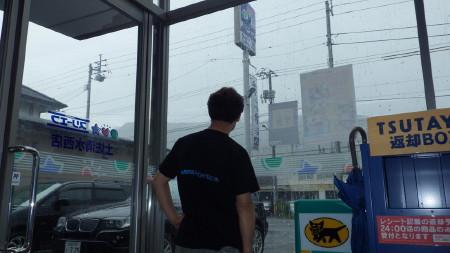 雨を降らせるダニさん