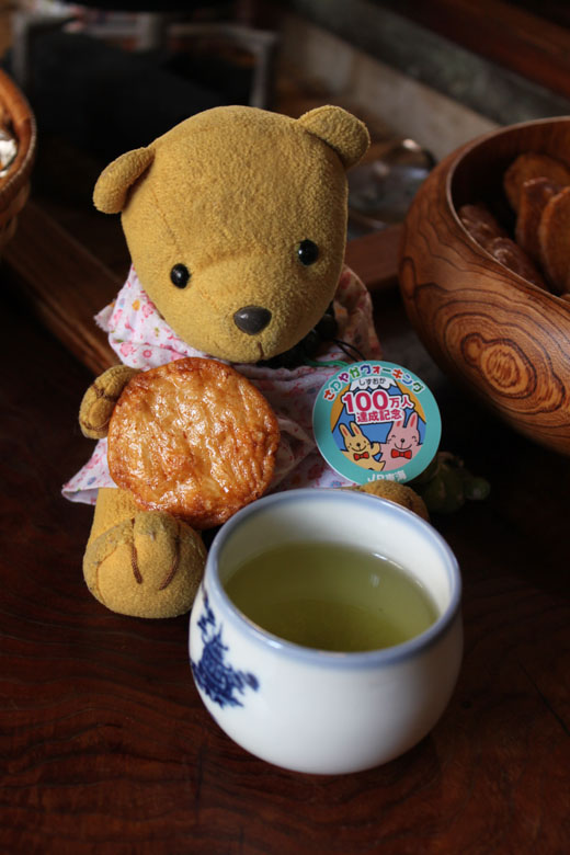 お茶とおせんべいを・袋井