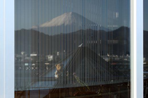 101129富士山・窓に映る