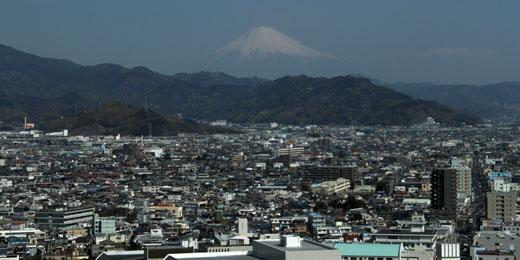 ちょっと霞んだ富士山