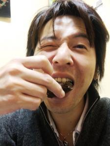 チョコを食い散らかす 有斗 山縣