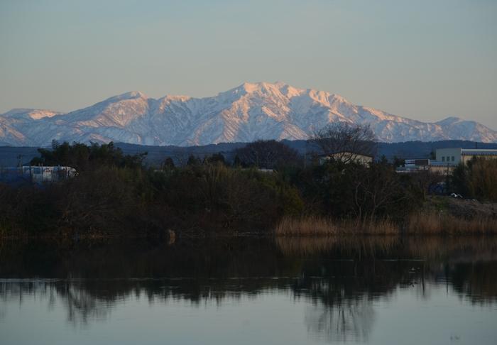 雪山と川面-1
