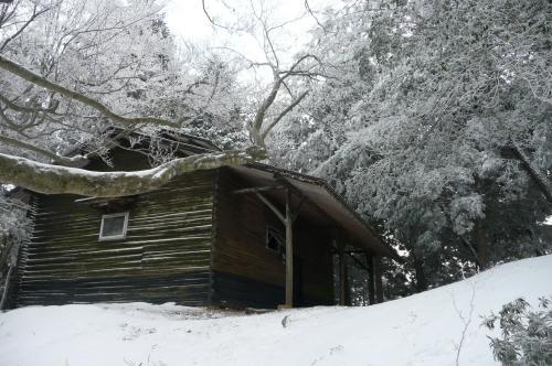 避難小屋2