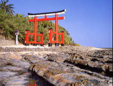 青島神社・鳥居と鬼の洗濯板