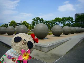 謎の球体とパチリ