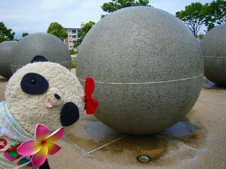 厚木中央公園の噴水球