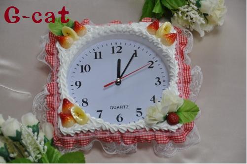 フルーツの壁掛け時計 赤