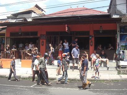 パレード前の店先