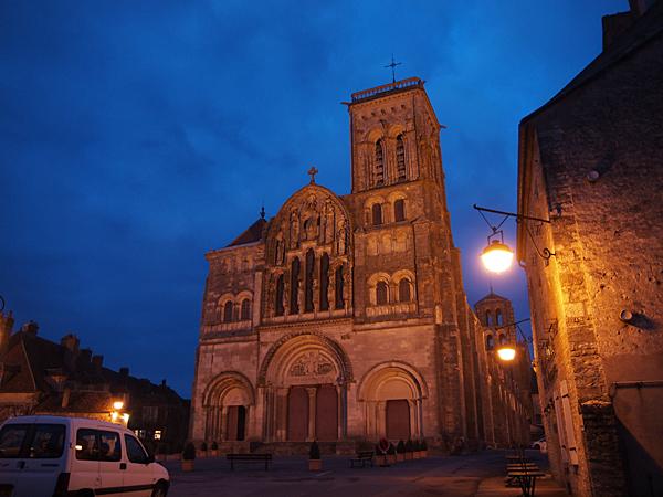 夕方のヴェズレー教会