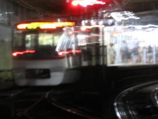 蒲田駅に入線した都営地下鉄5300型のエアポート急行