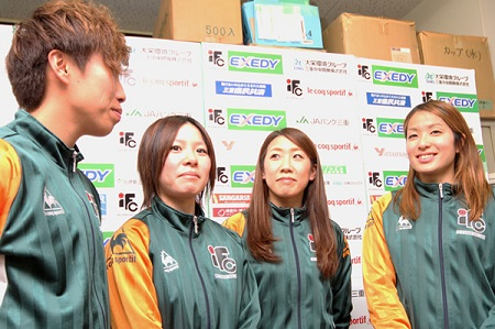 左から)小野、宮川、中出、阪口の4選手