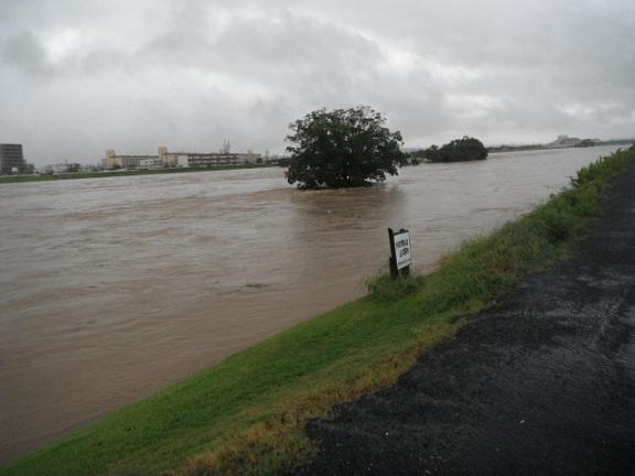 ゴルフ場 庄内川沿い