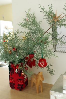 クリスマスリースとヴィキルースの花瓶