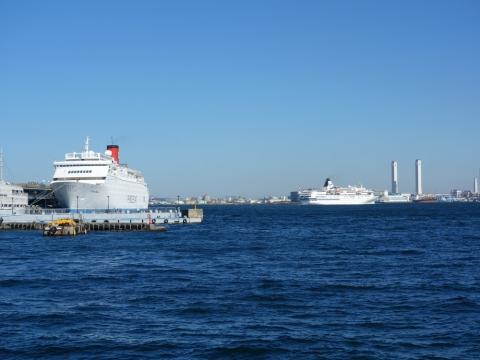 05出港する客船