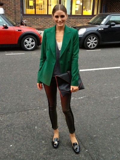 olivia-palermo-green-coat-black-patent-slippers-and-clutch-stylechi.jpg