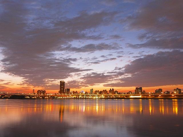 都会の夕暮れ(2)