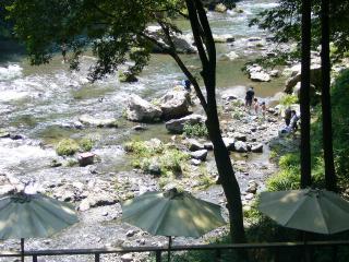 黒茶屋 河原2