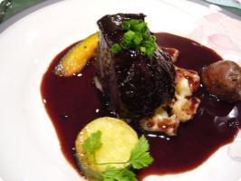 REGINA 牛肉の赤ワイン煮