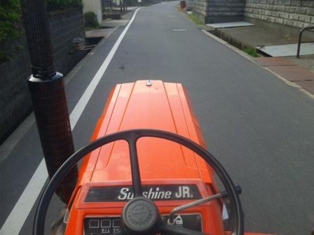 自走トラクター
