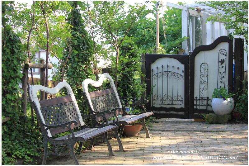 喫茶店の庭