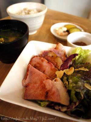 マツガミネコーヒービルヂング◇熟成塩豚定食