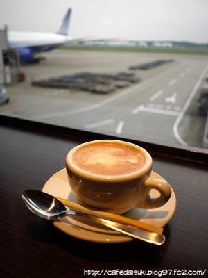 成田空港にて。出発前に一息。