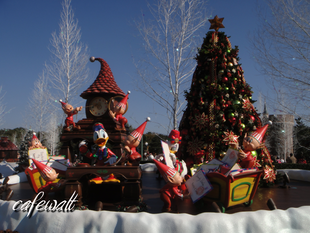TDL christmas 2013 santa Village 7