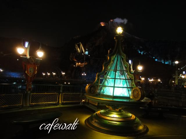 ミステリアスアイランド クリスマスツリー(水晶1)