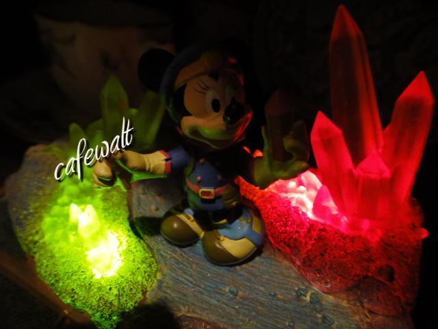 センターオブジアース 水晶の洞窟フィギュア 4