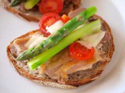 チキンと野菜のタルティーヌ
