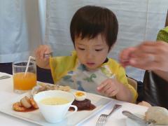 食事中のTsubaki1
