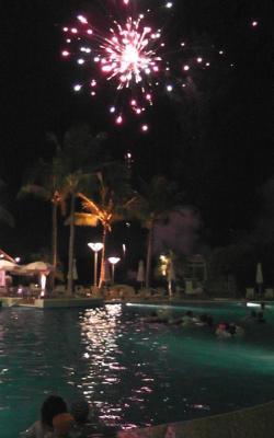プールで花火