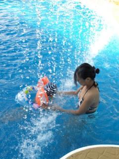 ママと泳ぐ2