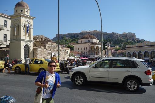 街中からアクロポリスを望む