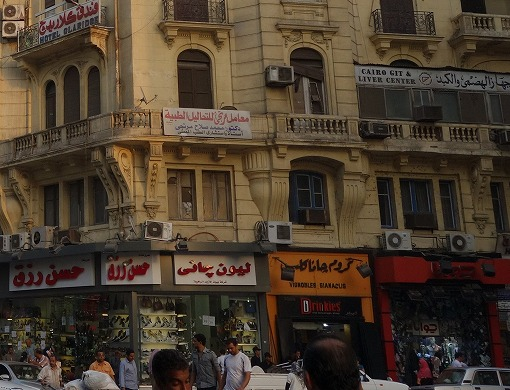 アラビア語があふれる