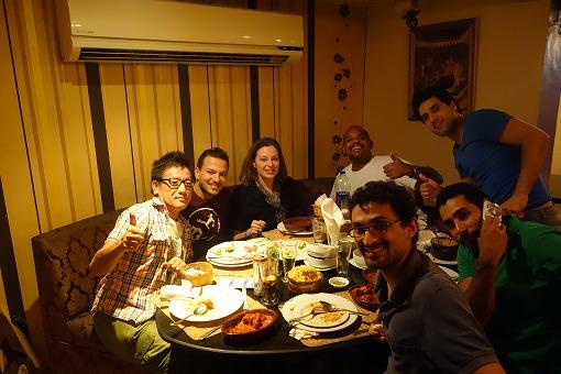 練習後にみんなでインド料理を食べる