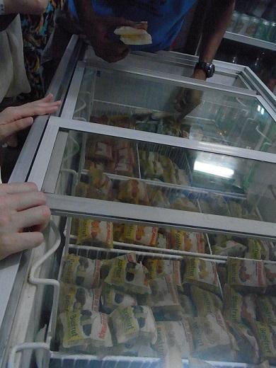 冷凍庫のフルーツパルプ。