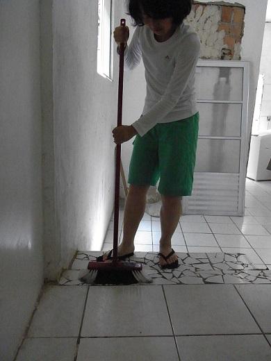 掃除する。