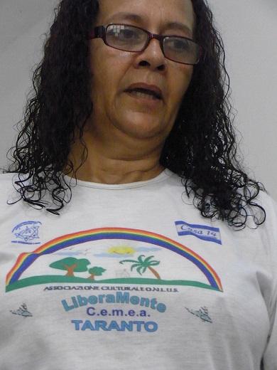 アニーの活動のカミーザ。胸にサロマォンとcasa14の文字。