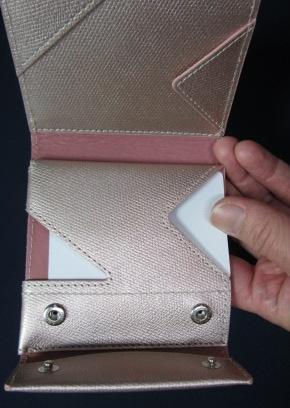 薄い財布見開いたところ