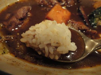 Mama KAYのジャークチキンカレー ご飯を浸して@ZORA