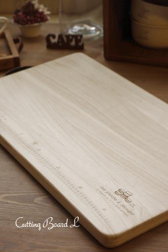 ナチュラルな木製カッティングボード