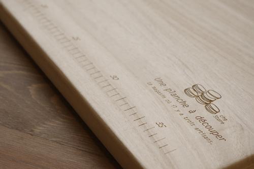 持ち手付きの木製カッティングボード