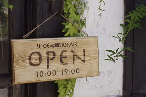 木製看板・ショップ名や営業時間もお入れします