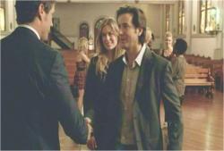 デズモンドとがっちり握手