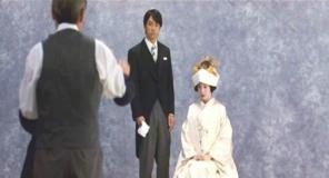 結婚写真を撮る二人