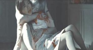 雅に血を吸われている涼子
